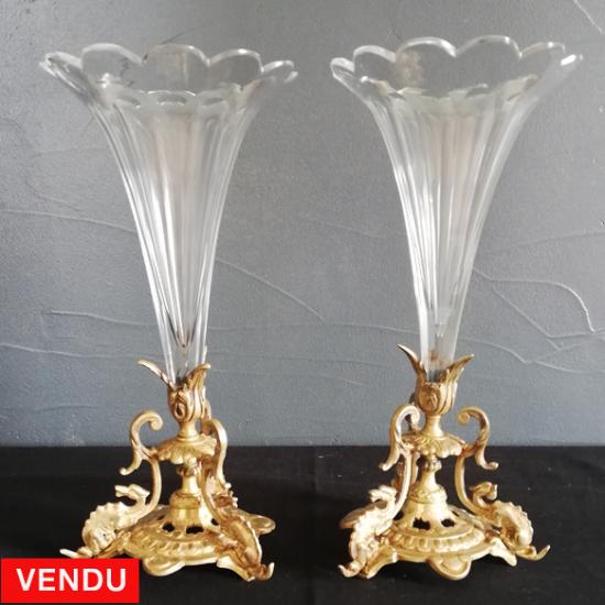 Paire de vase cornet en cristal et pied laiton